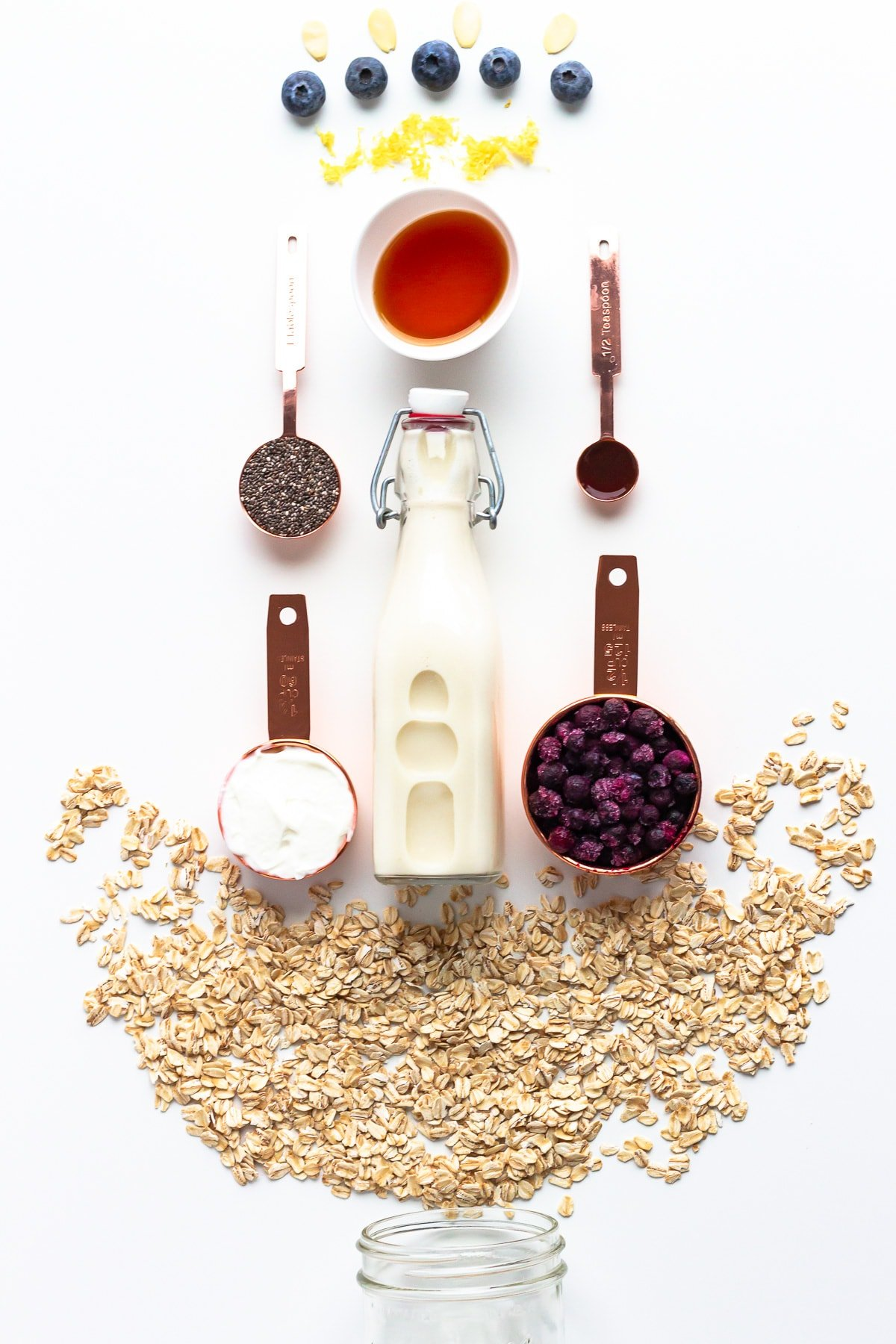 Ingredients needed to make blueberry overnight oats.